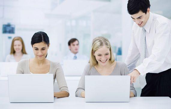 Săli de curs la sediu - Participaţi la cursurile noastre publice